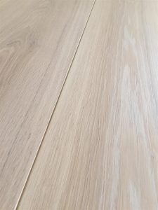 Whitewash engineered oak flooring with oil finish